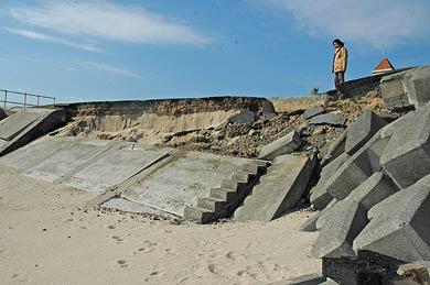 北茨城市中郷町足洗地区で急激に進む海岸浸食